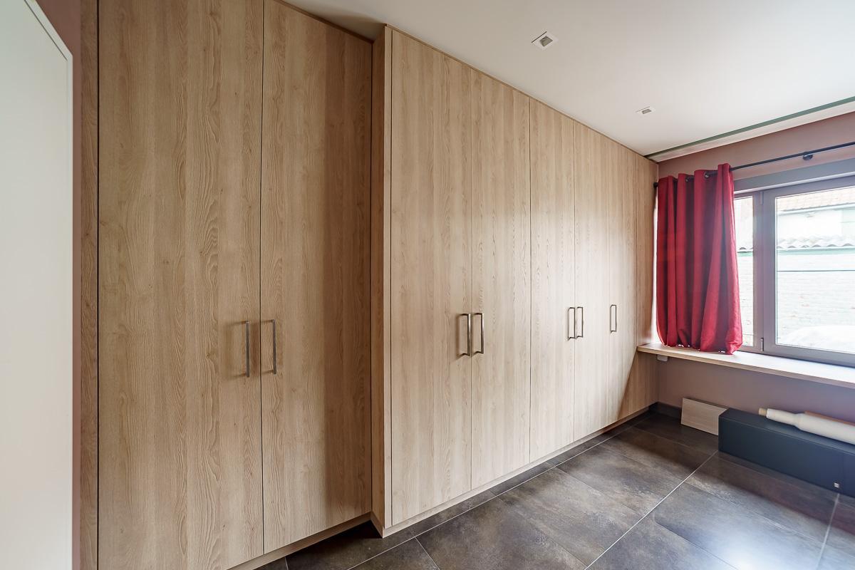 Wandkast over volledige lengte